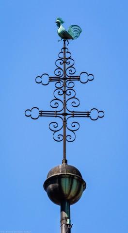 Heidelberg - Heiliggeistkirche - Turm - Blick von Osten auf das Turmkreuz und den Hahn (aufgenommen im Juni 2015, um die Mittagszeit)