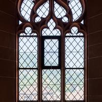 Heidelberg - Heiliggeistkirche - Westbau - Emporenebene - Nordwestseite - Fenster nach Norden hin (aufgenommen im Juni 2015, am Nachmittag)