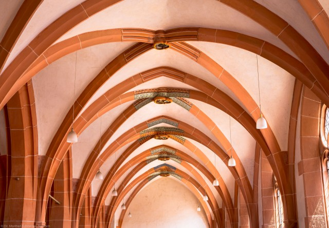 Heidelberg - Heiliggeistkirche - Südempore - Blick von Westen auf Kreuzrippen und Schlusssteine der Südempore (aufgenommen im Juni 2015, am Nachmittag)