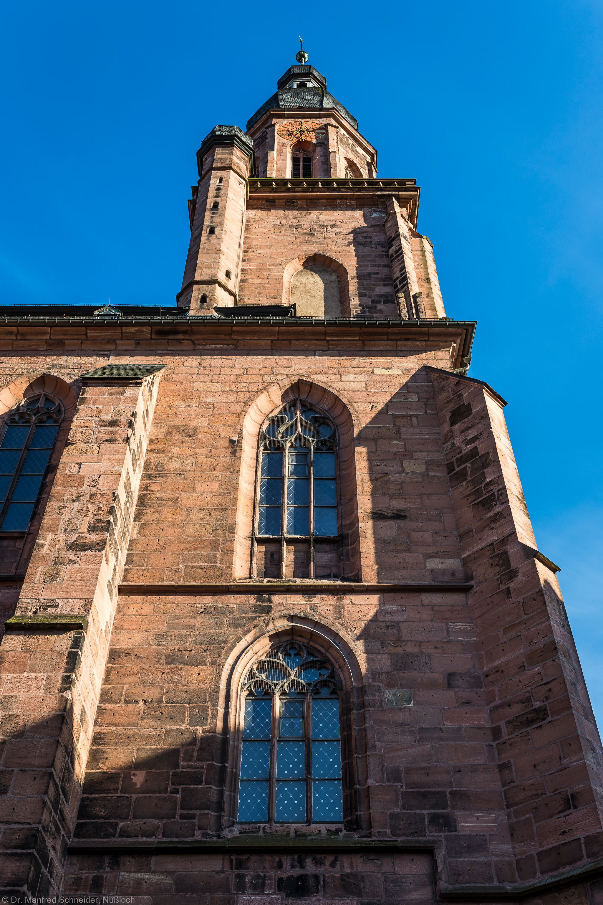 Heidelberg - Heiliggeistkirche - Aussen / Nord - Blick nach oben auf den nördlichen Westbau und den Turm  (aufgenommen im Juni 2015, am frühen Abend)
