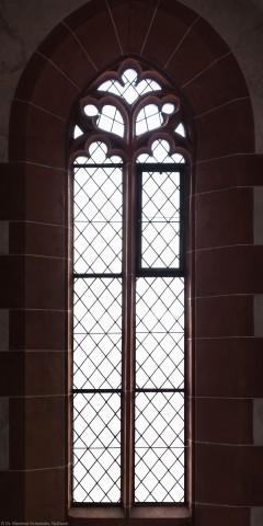 Heidelberg - Heiliggeistkirche - Westbau - Emporenebene - Nordwestseite - Fenster nach Westen hin (aufgenommen im Juni 2015, am späten Nachmittag)