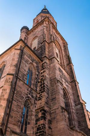 Heidelberg - Heiliggeistkirche - Aussen / Nordwest - Blick nach oben auf den nördlichen Westbau und den Turm (aufgenommen im Juli 2015, am späten Vormittag)