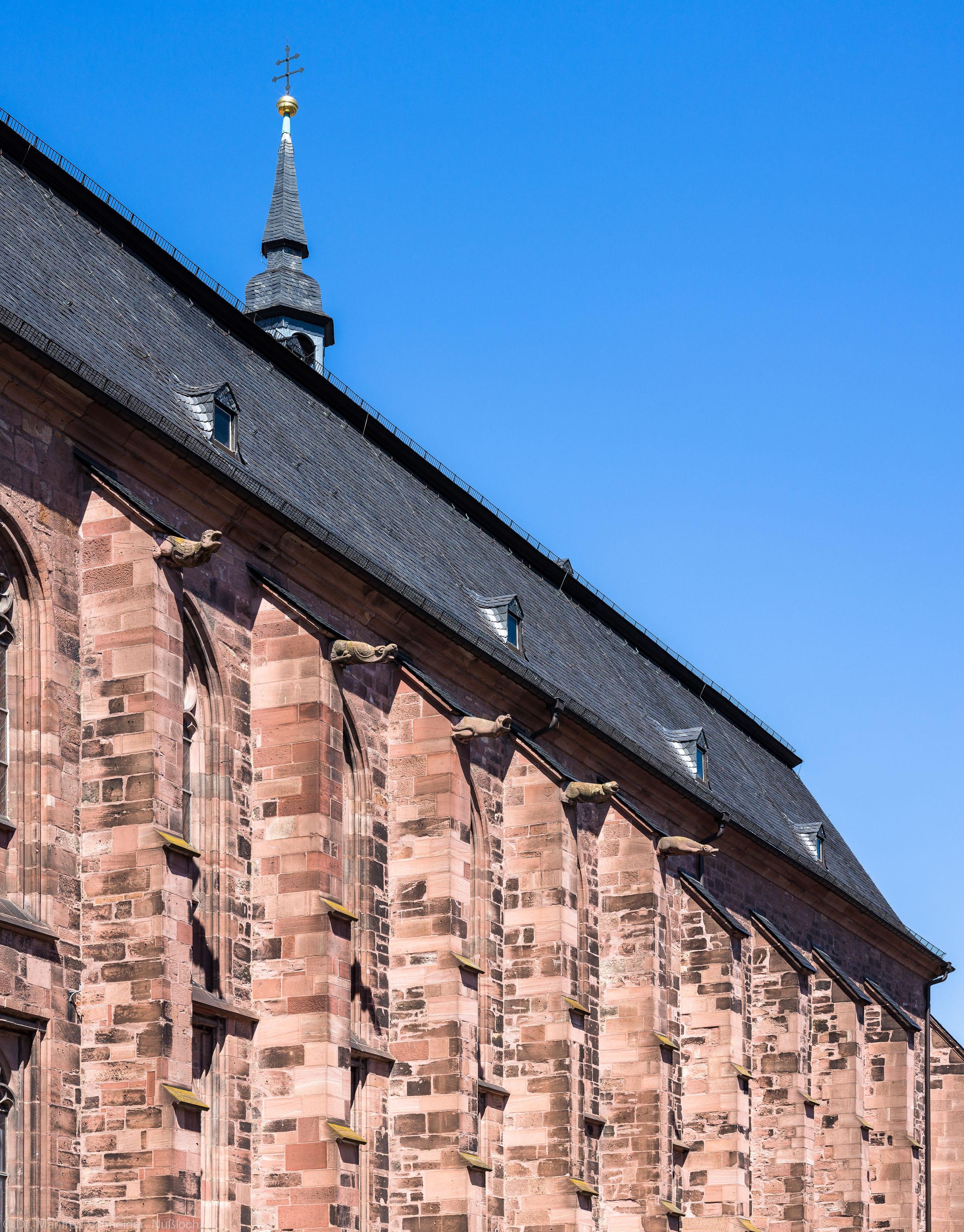 Heidelberg - Heiliggeistkirche - Südseite - Blick von der westlichen Hauptstraße auf die Strebepfeiler (aufgenommen im Juli 2015, am Nachmittag)