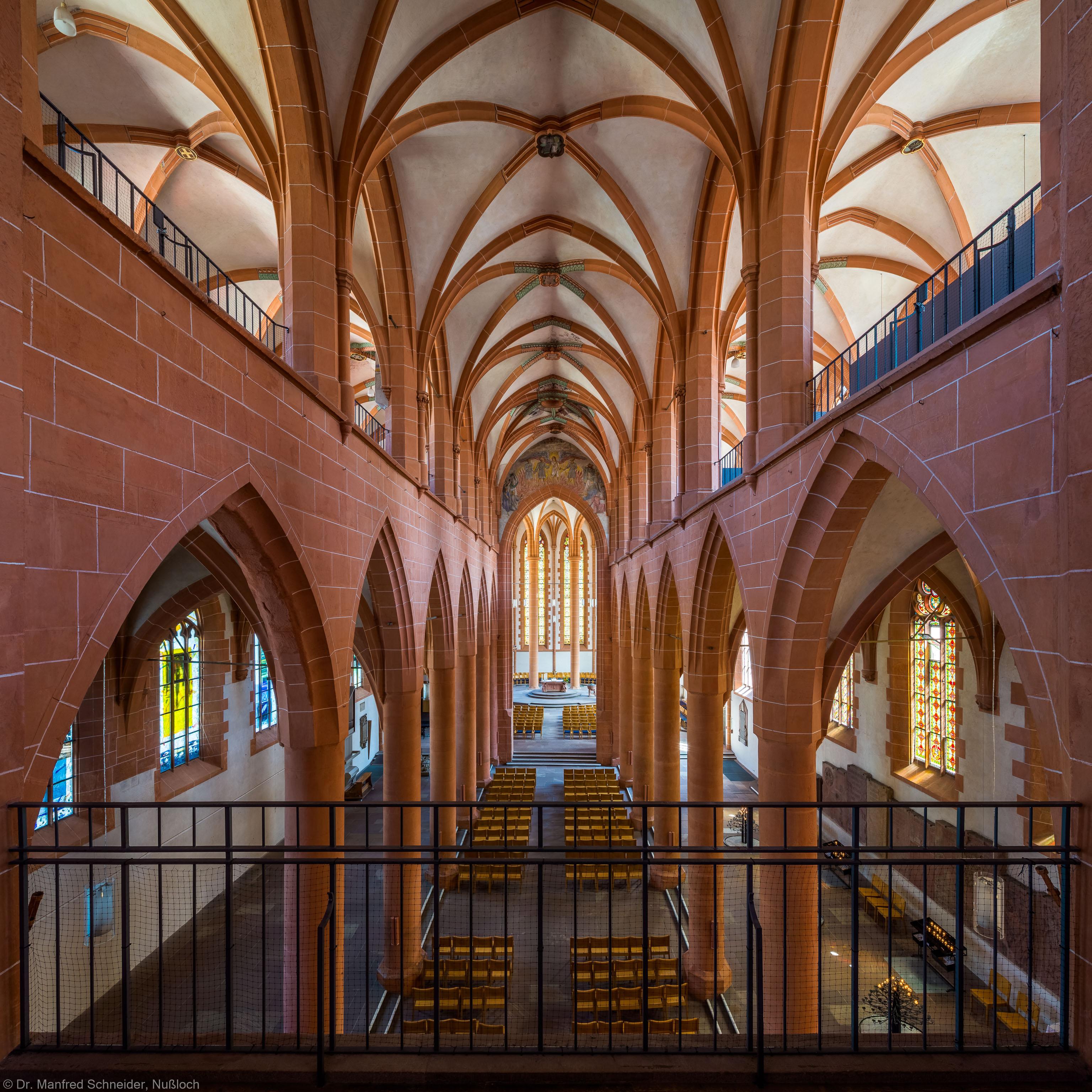 Heidelberg - Heiliggeistkirche - Mittelschiff - Blick von Westempore auf die Schiffe, Emporen und den Chor (aufgenommen im Juli 2015, am Nachmittag)