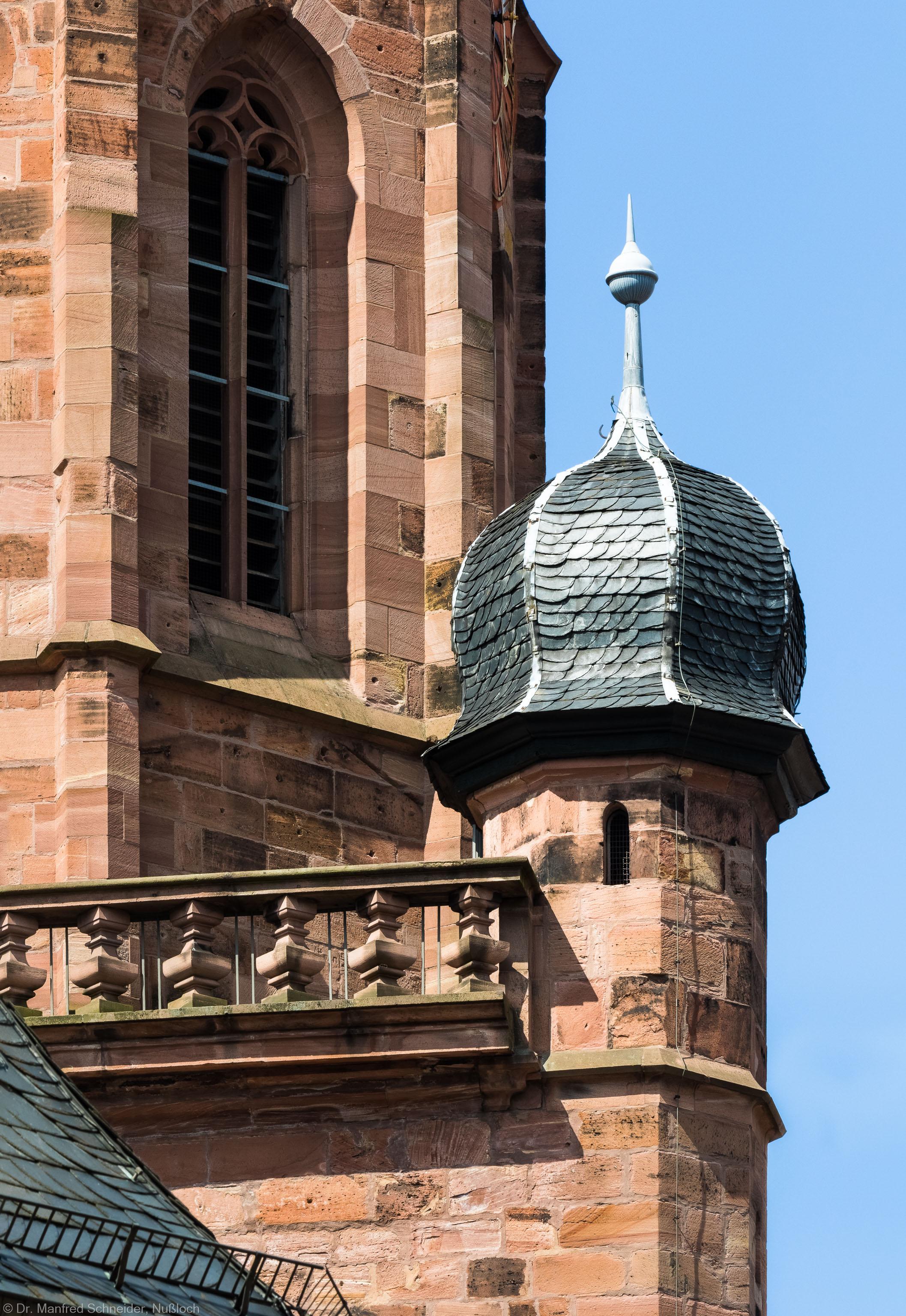 Heidelberg - Heiliggeistkirche - Turm - Blick vom nordöstlichen Marktplatz auf den Turmaufgang mit der Zwiebelhaube (aufgenommen im Juli 2015, am späten Vormittag)