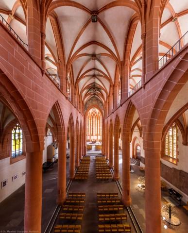 Heidelberg - Heiliggeistkirche - Mittelschiff - Blick von Westempore auf die Schiffe, Emporen und den Chor (aufgenommen im August 2015, um die Mittagszeit)