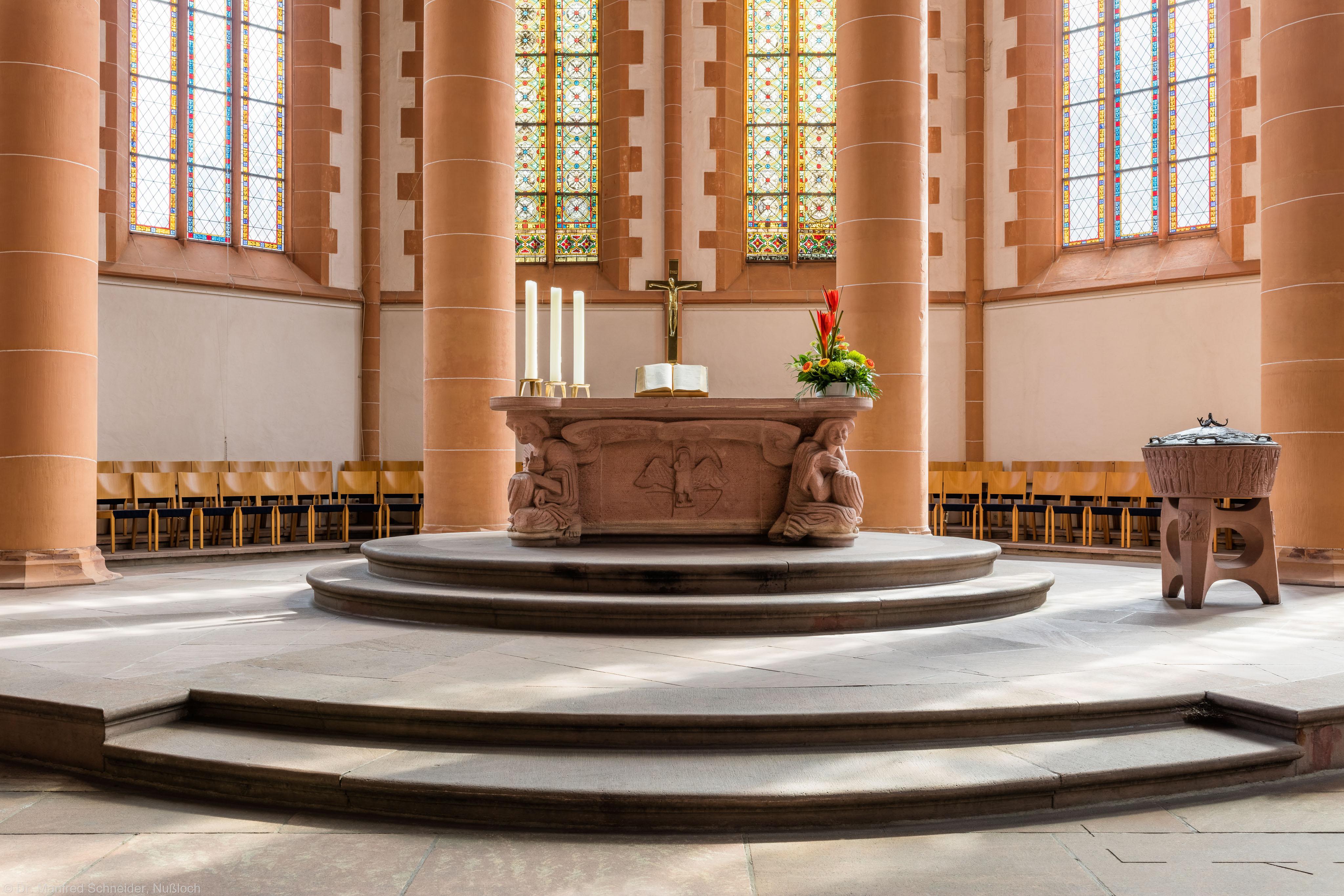 Heidelberg - Heiliggeistkirche - Altar - Westseite des Altars von Edzard Hobbing (aufgenommen im August 2015, am späten Vormittag)