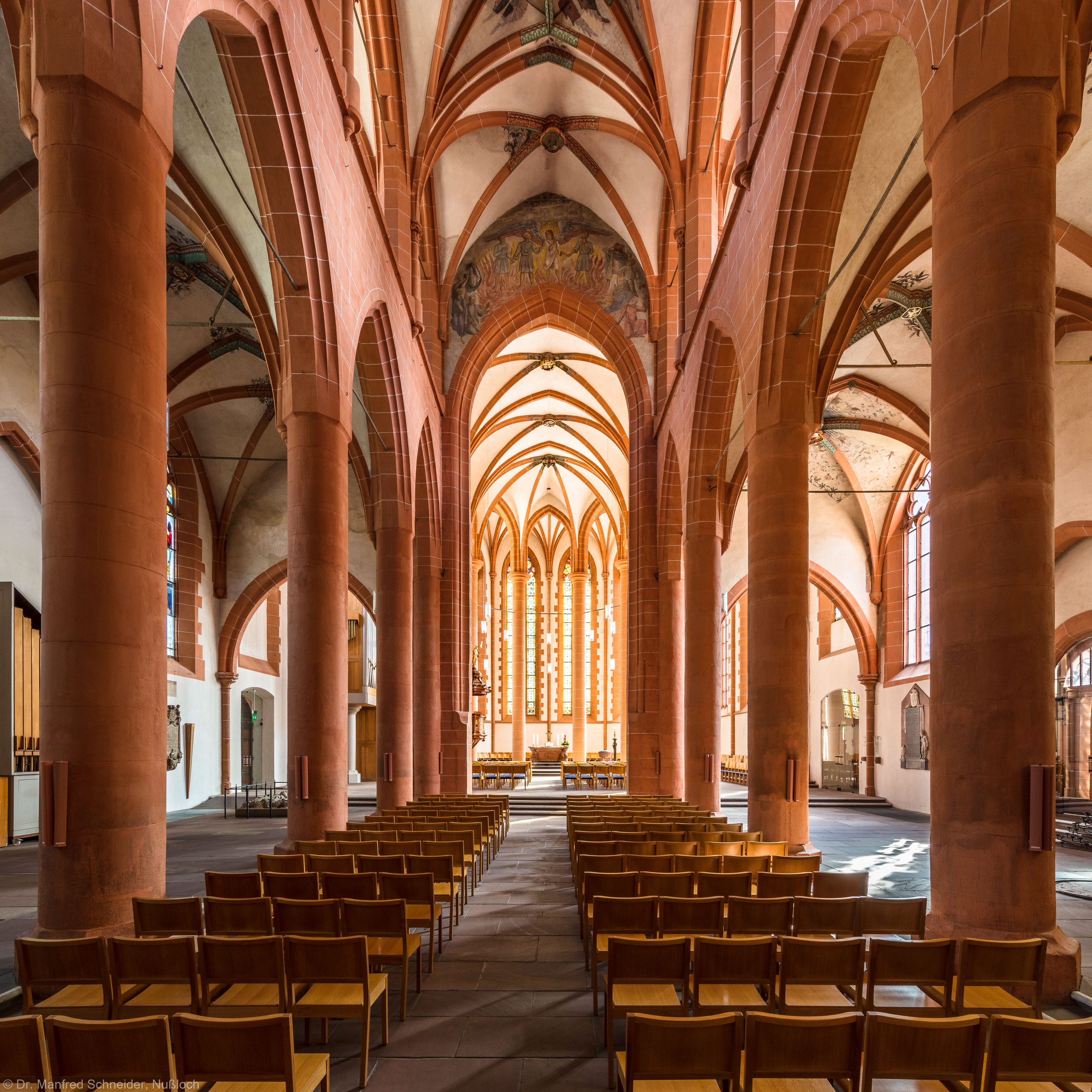 Heidelberg - Heiliggeistkirche - Mittelschiff - Blick durch die Schiffe auf den Chor (aufgenommen im September 2015, am späten Vormittag)