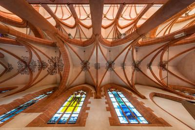 Heidelberg - Heiliggeistkirche - Nördliches Seitenschiff - Gesamtansicht des Gewölbes, vom Zentrum des Seitenschiffs aus gesehen (aufgenommen im September 2015, am frühen Nachmittag)