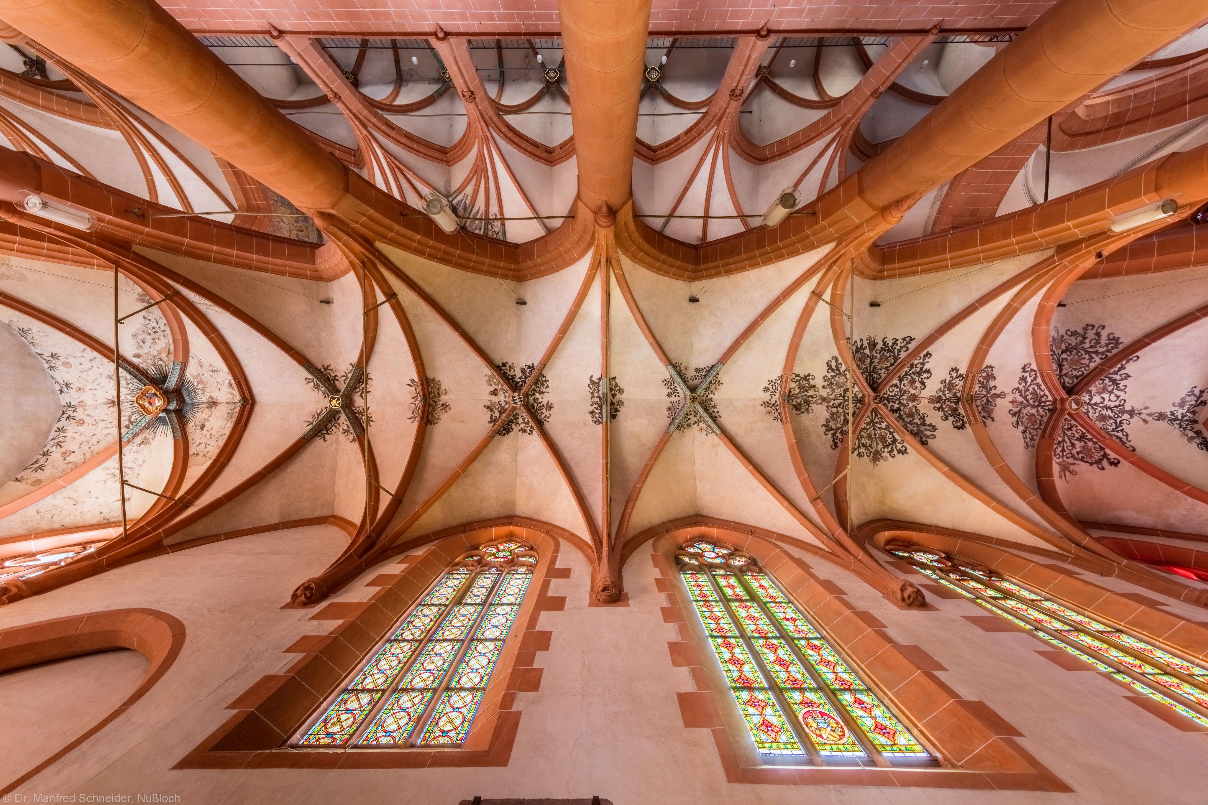 Heidelberg - Heiliggeistkirche - Südliches Seitenschiff - Gesamtansicht des Gewölbes, vom Zentrum des Seitenschiffs aus gesehen (aufgenommen im September 2015, am frühen Nachmittag)