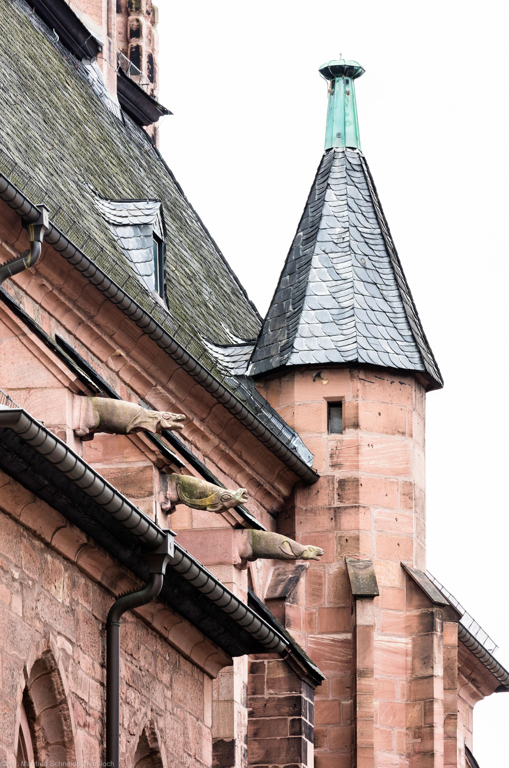 Heidelberg - Heiliggeistkirche - Aussen / Nord - Blick von Nordosten auf die Nordfassade, den Turmaufgang und die Wasserspeier (aufgenommen im September 2015, am späten Vormittag)