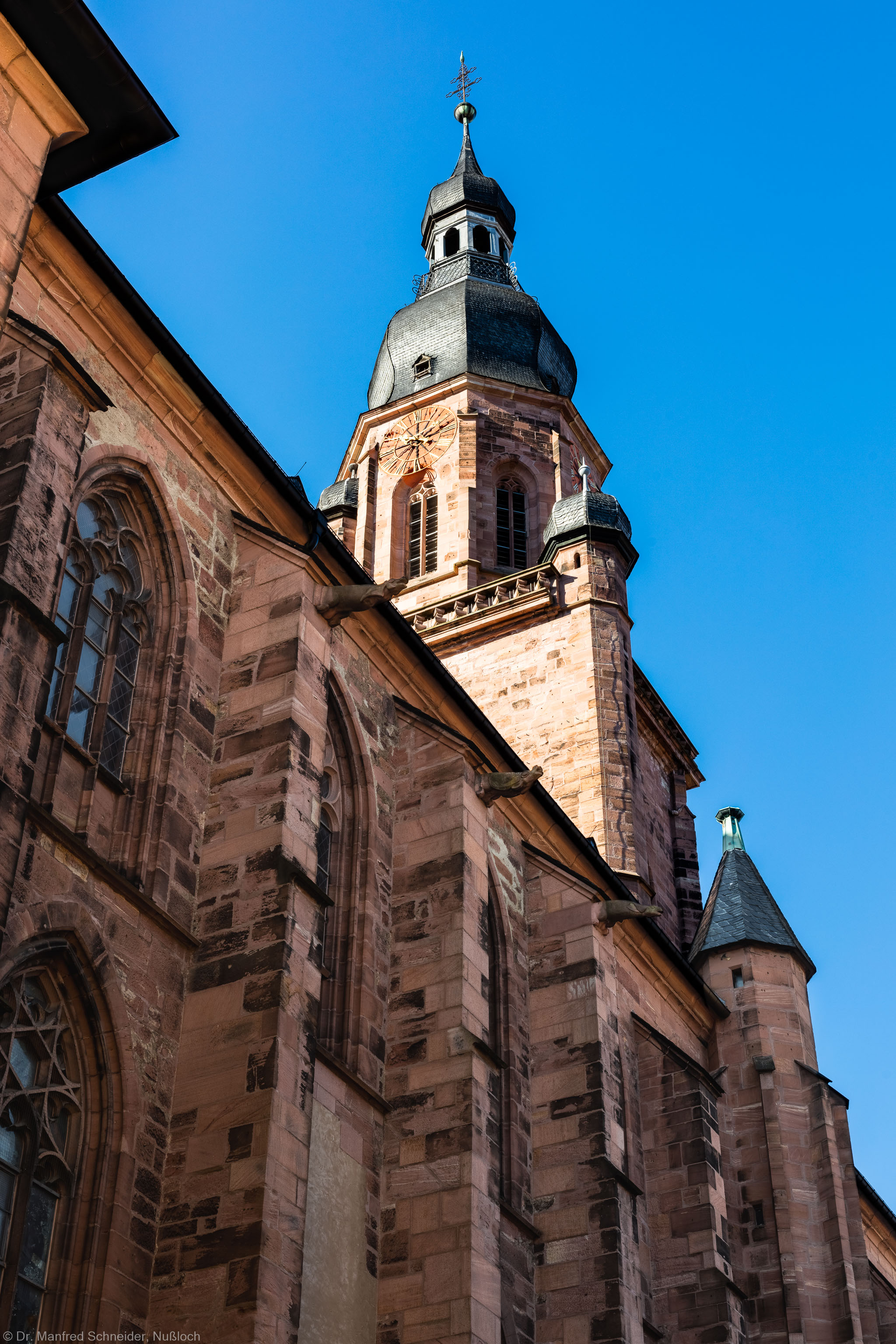Heidelberg - Heiliggeistkirche - Aussen / Nord - Blick von Nordost (nähe Sakristei) auf die Nordfassade und den Turm  (aufgenommen im Oktober 2015, am späten Vormittag)