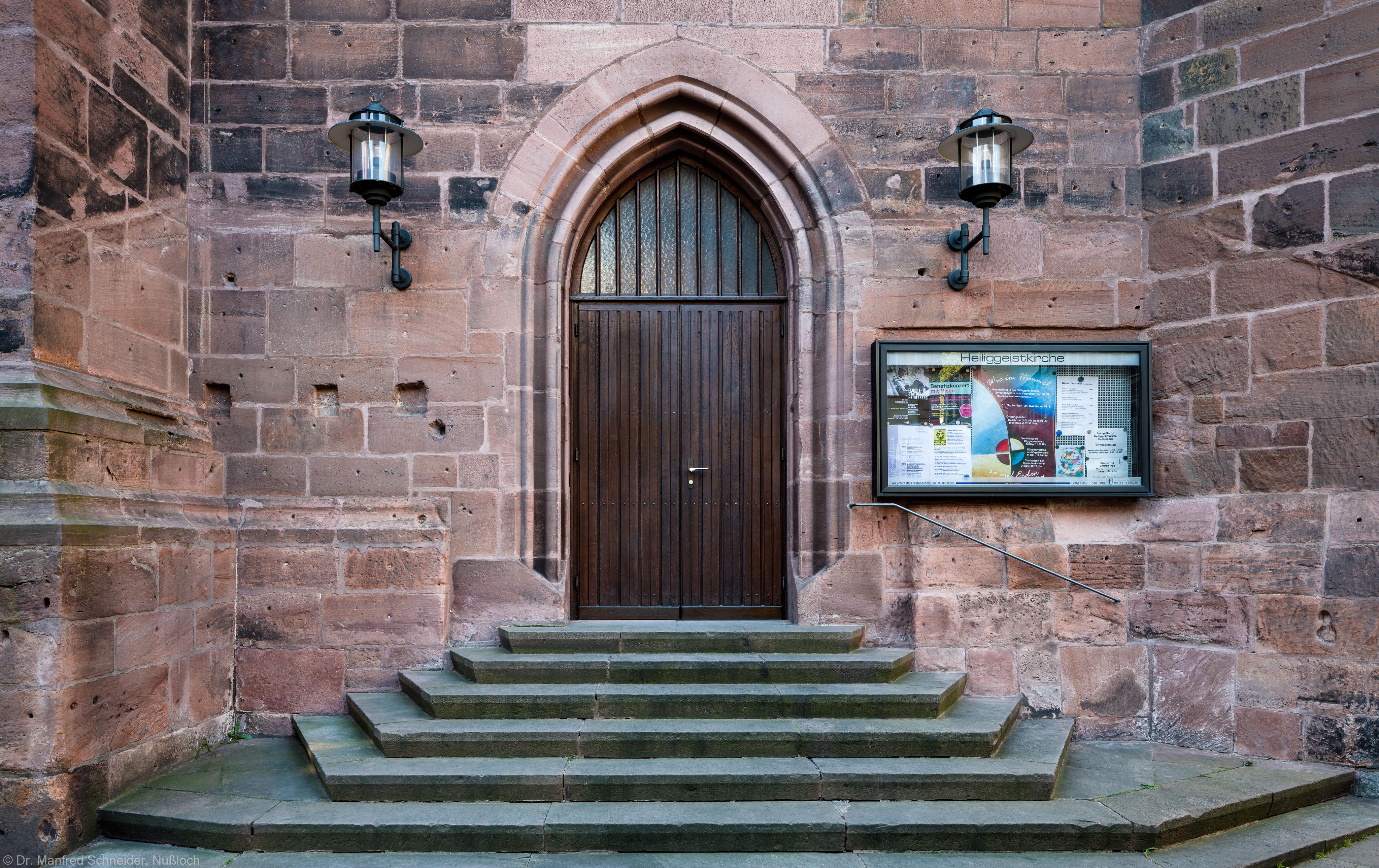 Heidelberg - Heiliggeistkirche - Nordseite - Westliches Nordportal - Blick auf das gesamte Portal mit der Treppe (aufgenommen im Oktober 2015, um die Mittagszeit)