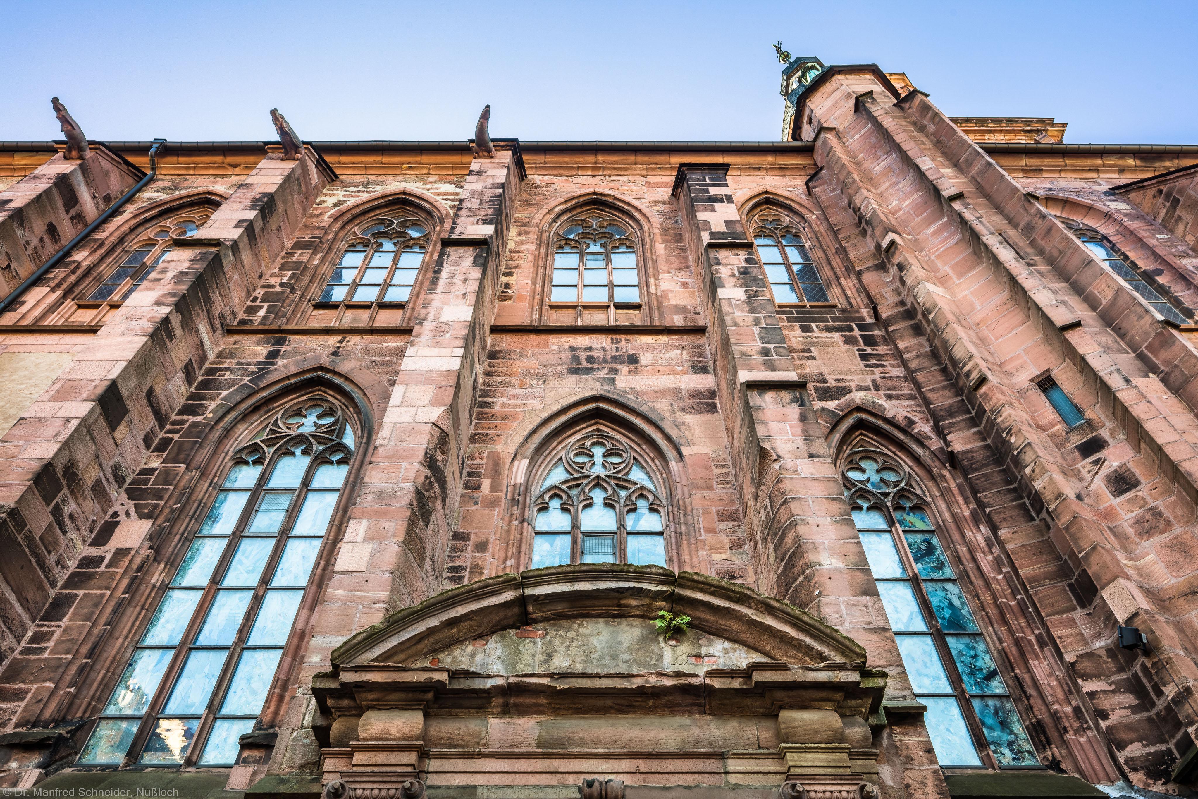 Heidelberg - Heiliggeistkirche - Aussen / Nord - Blick vom mittleren Portal nach oben auf die Nordfassade (aufgenommen im Oktober 2015, um die Mittagszeit)