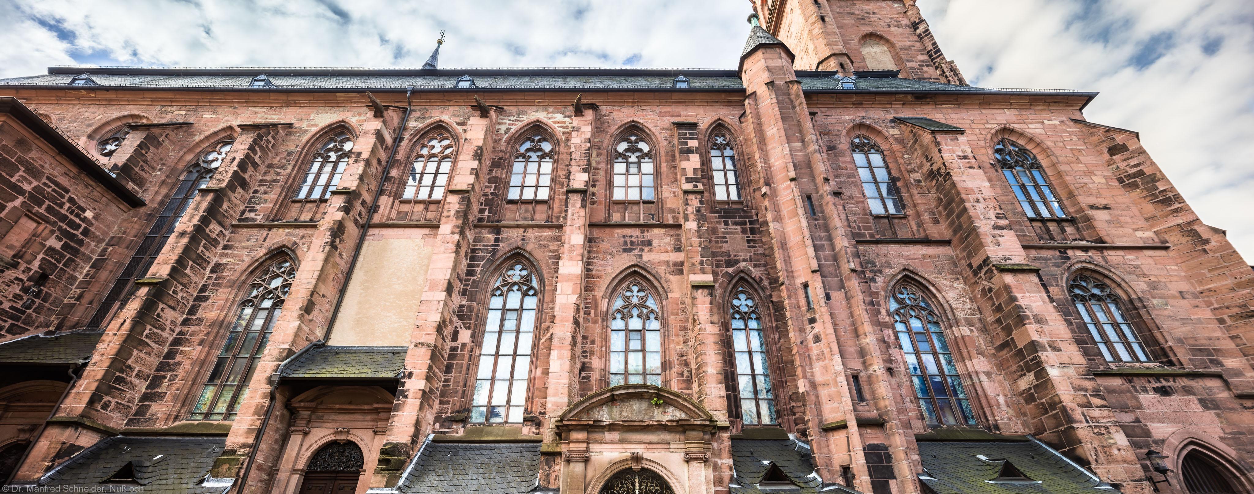 Heidelberg - Heiliggeistkirche - Aussen / Nord - Blick nach oben auf die Nordfassade (aufgenommen im Oktober 2015, am späten Vormittag)