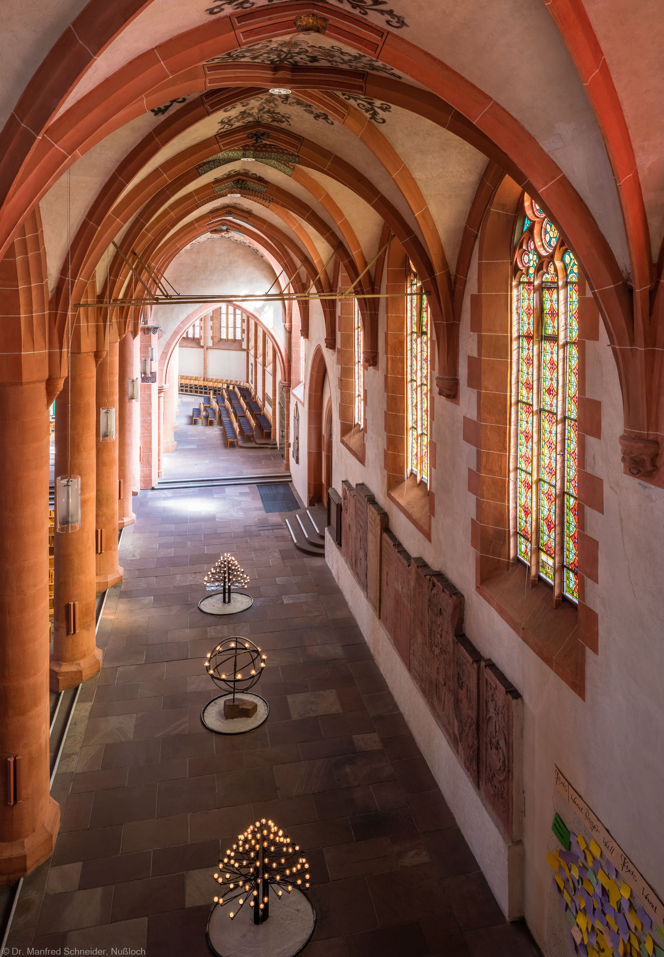 Heidelberg - Heiliggeistkirche - Südschiff - Blick von der südlichen Zwischenempore auf das Schiff und in den Chor (aufgenommen im Oktober 2015, am Nachmittag)