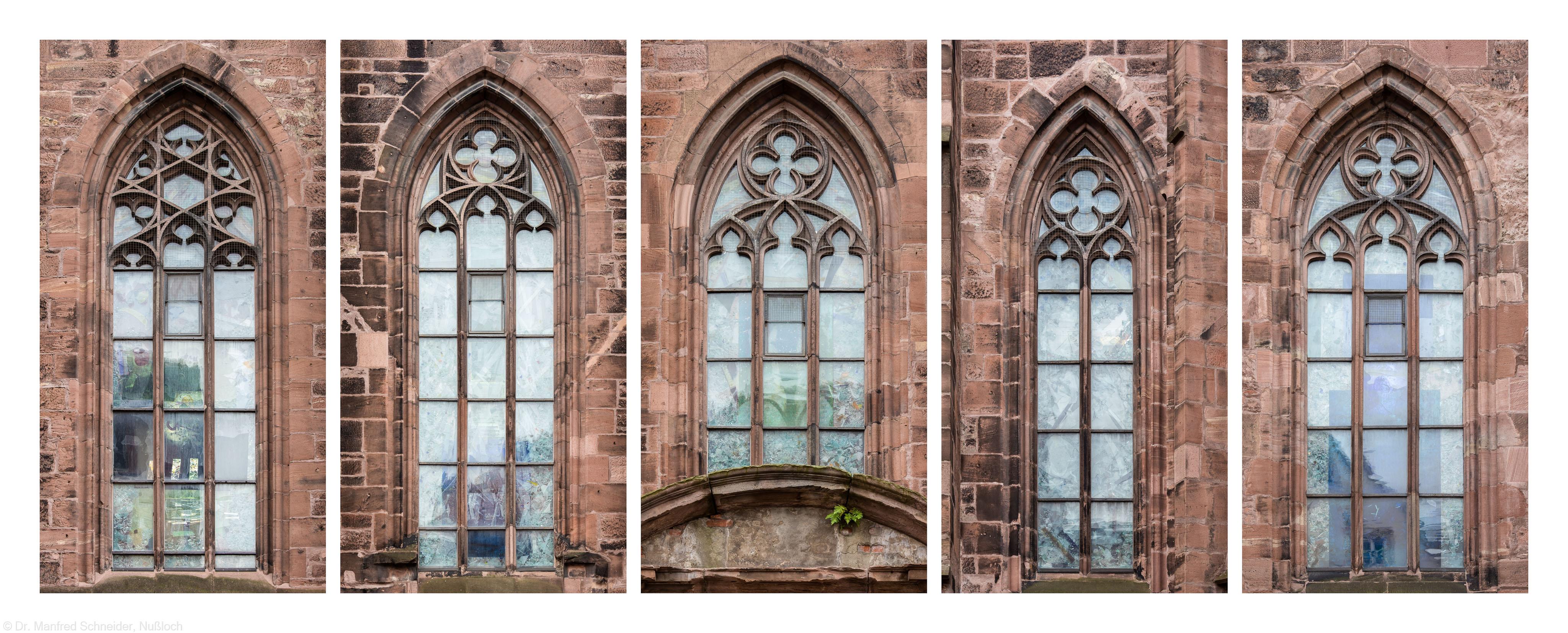 """Heidelberg - Heiliggeistkirche - Nordseite - 5 Fenster des Nordschiffs - Blick auf die Fenster des Zyklus """"Schöpfungsgeschichte"""" von Hella De Santarossa (aufgenommen im Oktober 2015, vormittags)"""