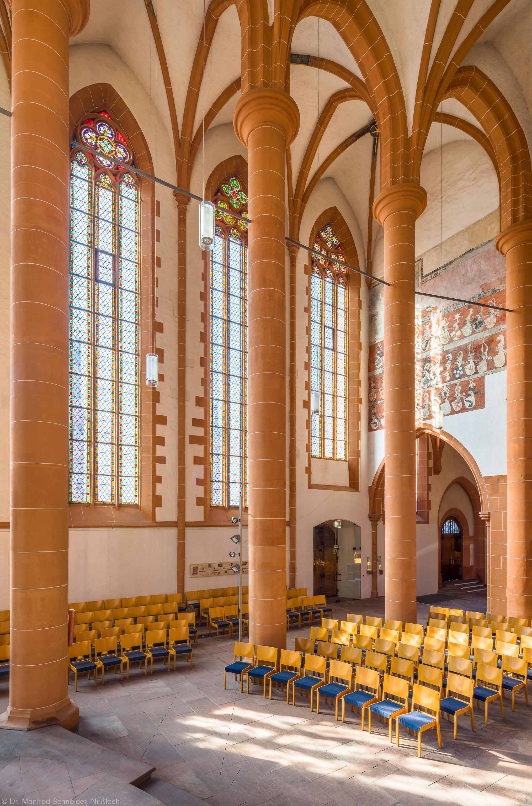 Heidelberg - Heiliggeistkirche - Chor - Blick von der Kanzel in den Chor nach Südwesten mit Säulen, Gewölbe und südlicher Trennmauer (aufgenommen im Oktober 2015, am späten Vormittag)