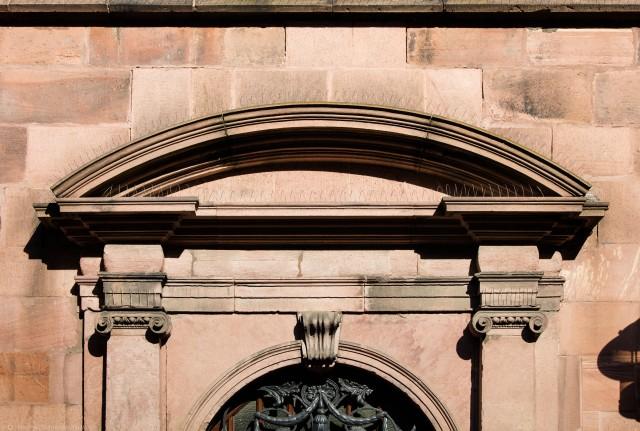 Heidelberg - Heiliggeistkirche - Südseite - Westliches Südportal - Oberer Abschluss des Portals (aufgenommen im Oktober 2015, um die Mittagszeit)