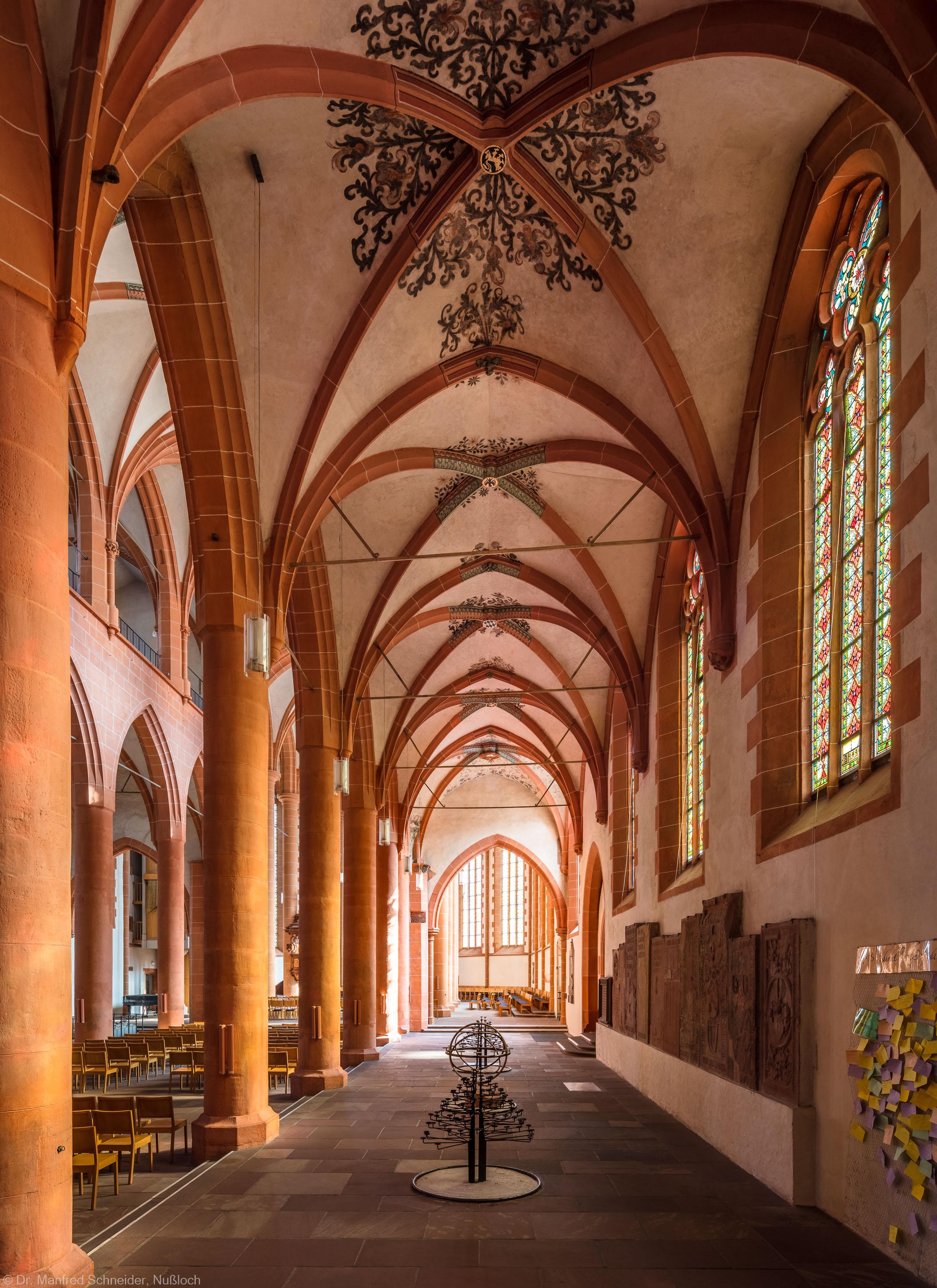 Heidelberg - Heiliggeistkirche - Südschiff - Blick von Westen in die Schiffe, auf die Nordempore und in den Chor (aufgenommen im Oktober 2015, um die Mittagszeit)