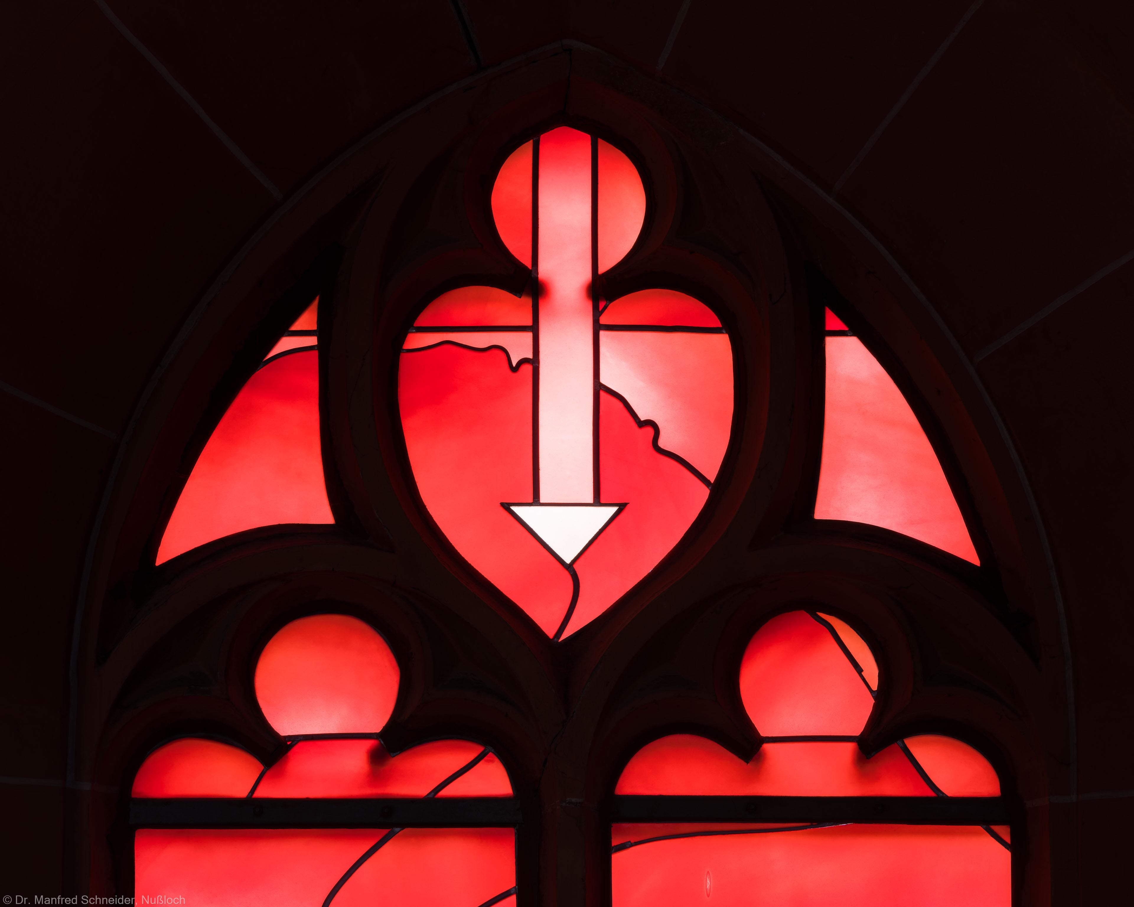 """Heidelberg - Heiliggeistkirche - Südschiff - 1. Joch, von Westen aus gezählt - Maßwerk des """"Physik-Fensters"""" von Johannes Schreiter (aufgenommen im Oktober 2015, am Nachmittag)"""