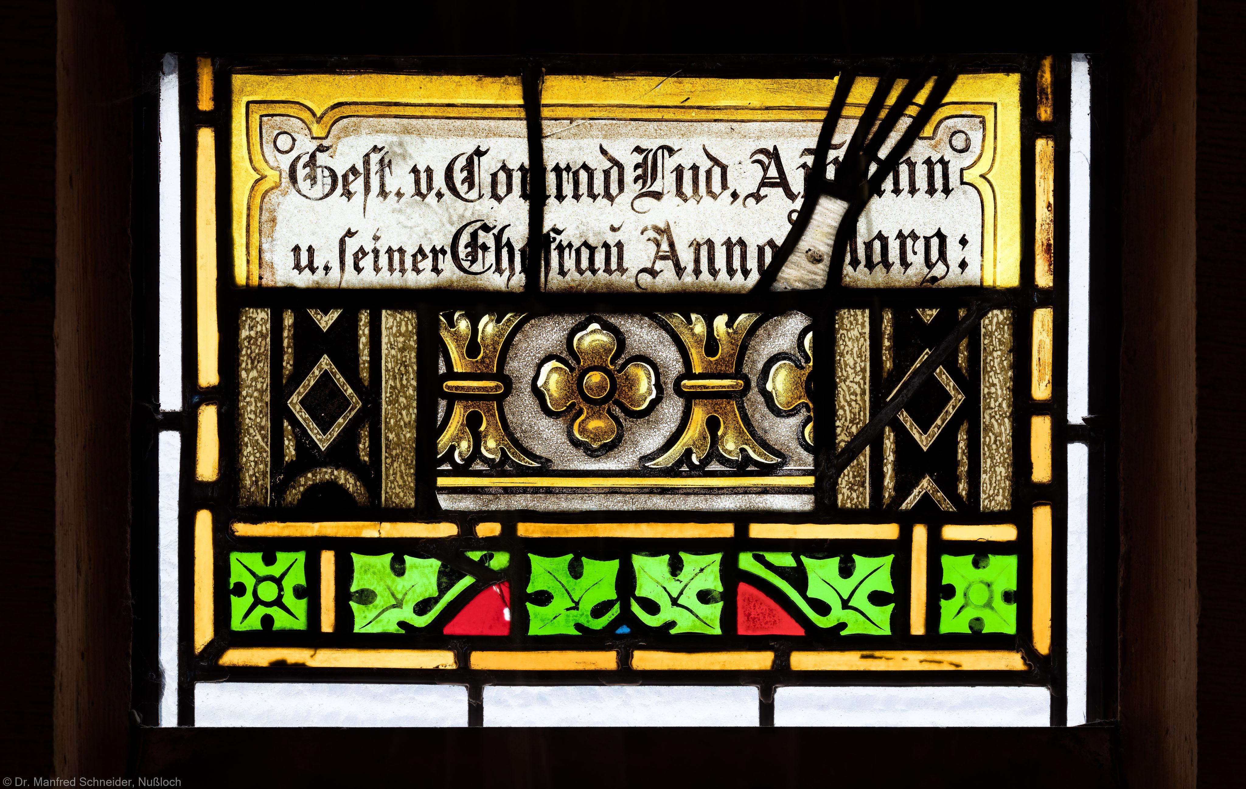 Heidelberg - Heiliggeistkirche - Südschiff - 2. Joch, von Westen aus gezählt - Feld (mit Wappen) des Ornamentfensters (aufgenommen im Oktober 2015, um die Mittagszeit)