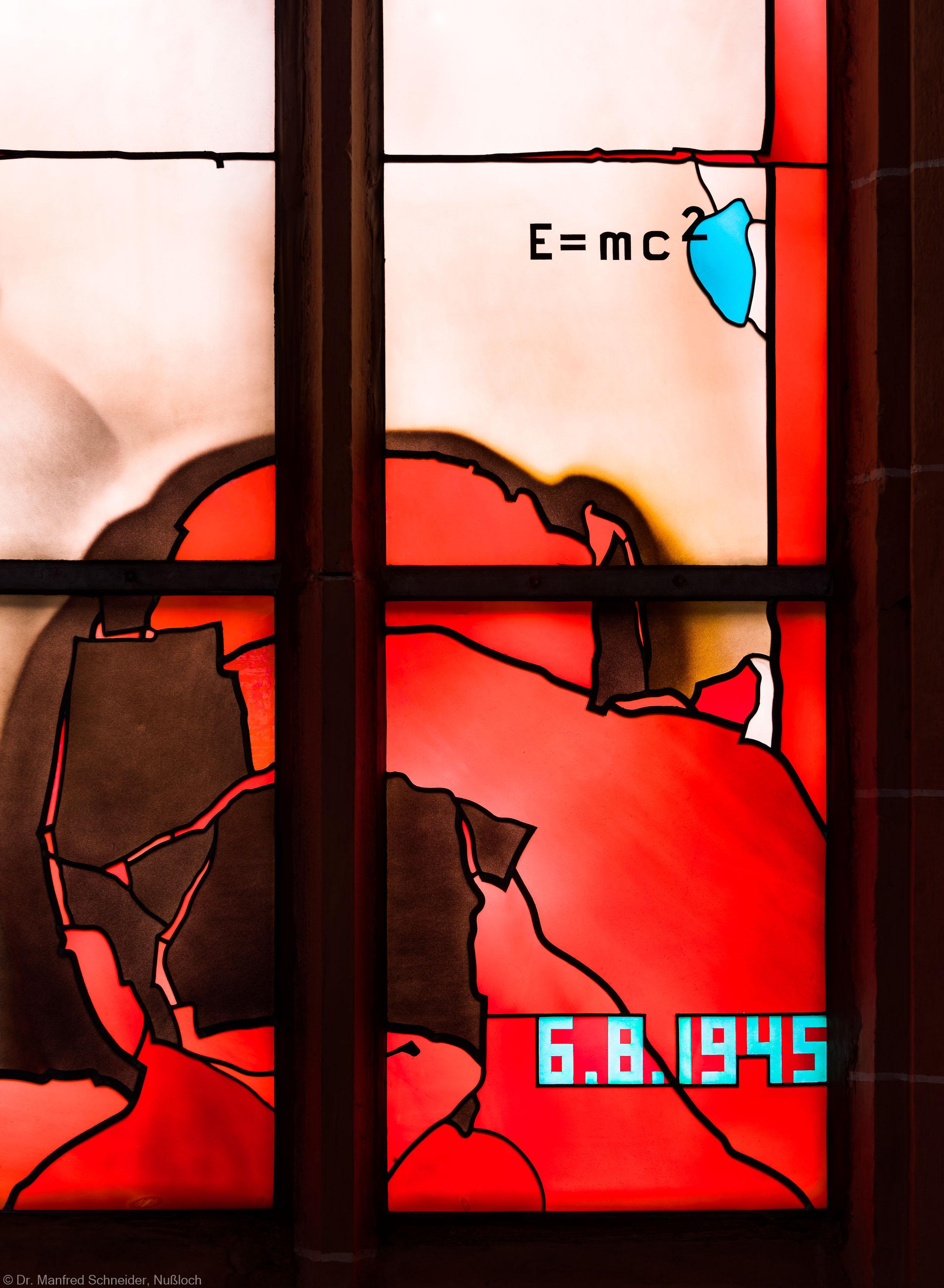 """Heidelberg - Heiliggeistkirche - Südschiff - 1. Joch, von Westen aus gezählt - Ausschnitt aus dem """"Physik-Fenster"""" von Johannes Schreiter (aufgenommen im Oktober 2015, am Nachmittag)"""