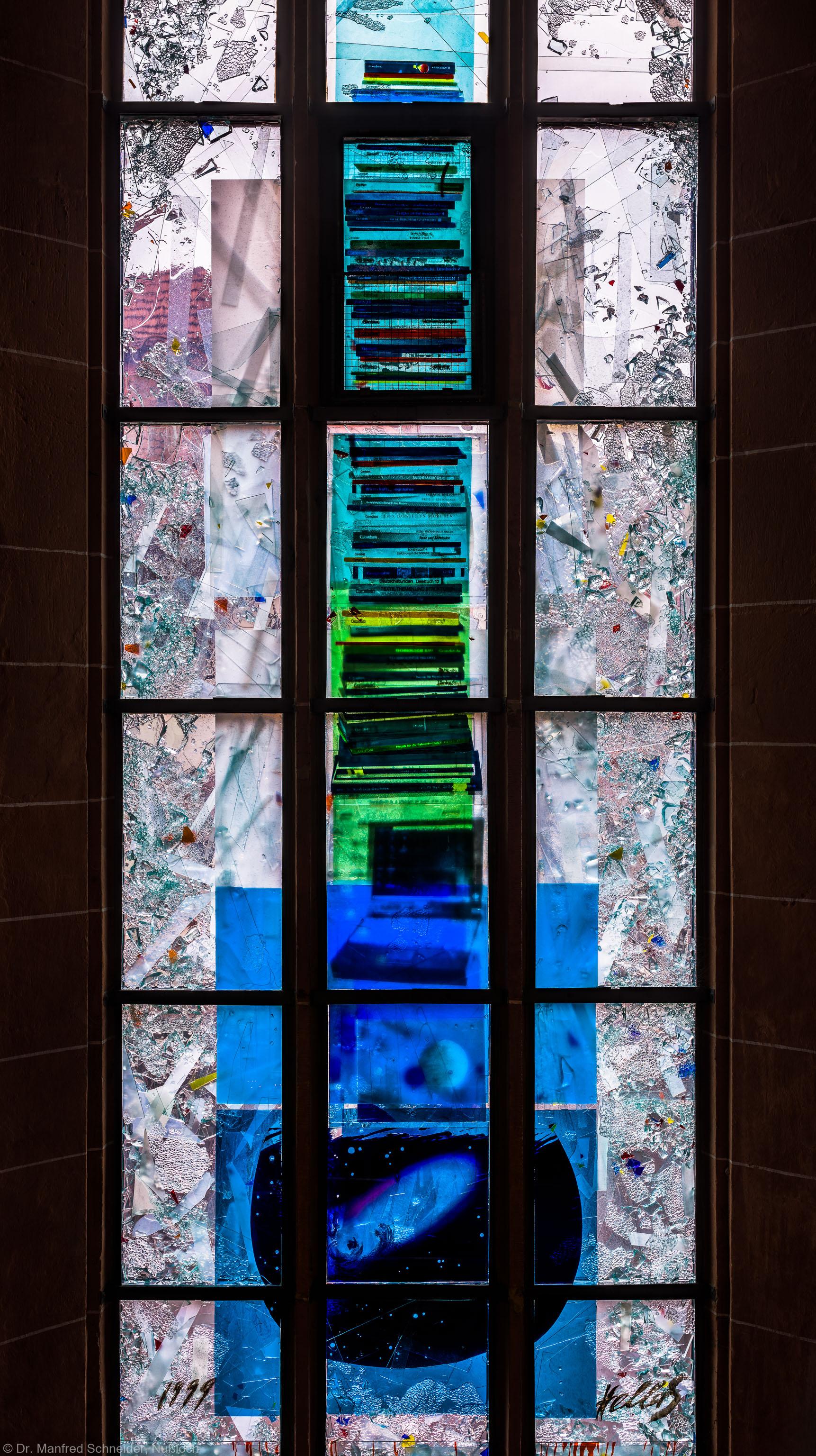 """Heidelberg - Heiliggeistkirche - Nordschiff - 4. Joch, von Westen aus gezählt - Ausschnitt aus dem Fenster """"Schöpfungsgeschichte - Der Weltkreis ist voll vom Geiste Gottes"""" von Hella De Santarossa (aufgenommen im Oktober 2015, um die Mittagszeit)"""