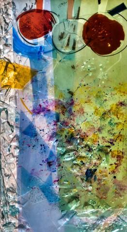 """Heidelberg - Heiliggeistkirche - Nordschiff - 6. Joch, von Westen aus gezählt - Feld (linke Bahn, zweite Zeile) des Fensters """"Schöpfungsgeschichte - Der Baum der Erkenntnis"""" von Hella De Santarossa (aufgenommen im Oktober 2015, um die Mittagszeit)"""