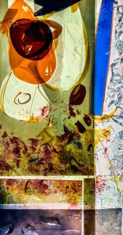 """Heidelberg - Heiliggeistkirche - Nordschiff - 6. Joch, von Westen aus gezählt - Feld (rechte Bahn, zweite Zeile) des Fensters """"Schöpfungsgeschichte - Der Baum der Erkenntnis"""" von Hella De Santarossa (aufgenommen im Oktober 2015, um die Mittagszeit)"""