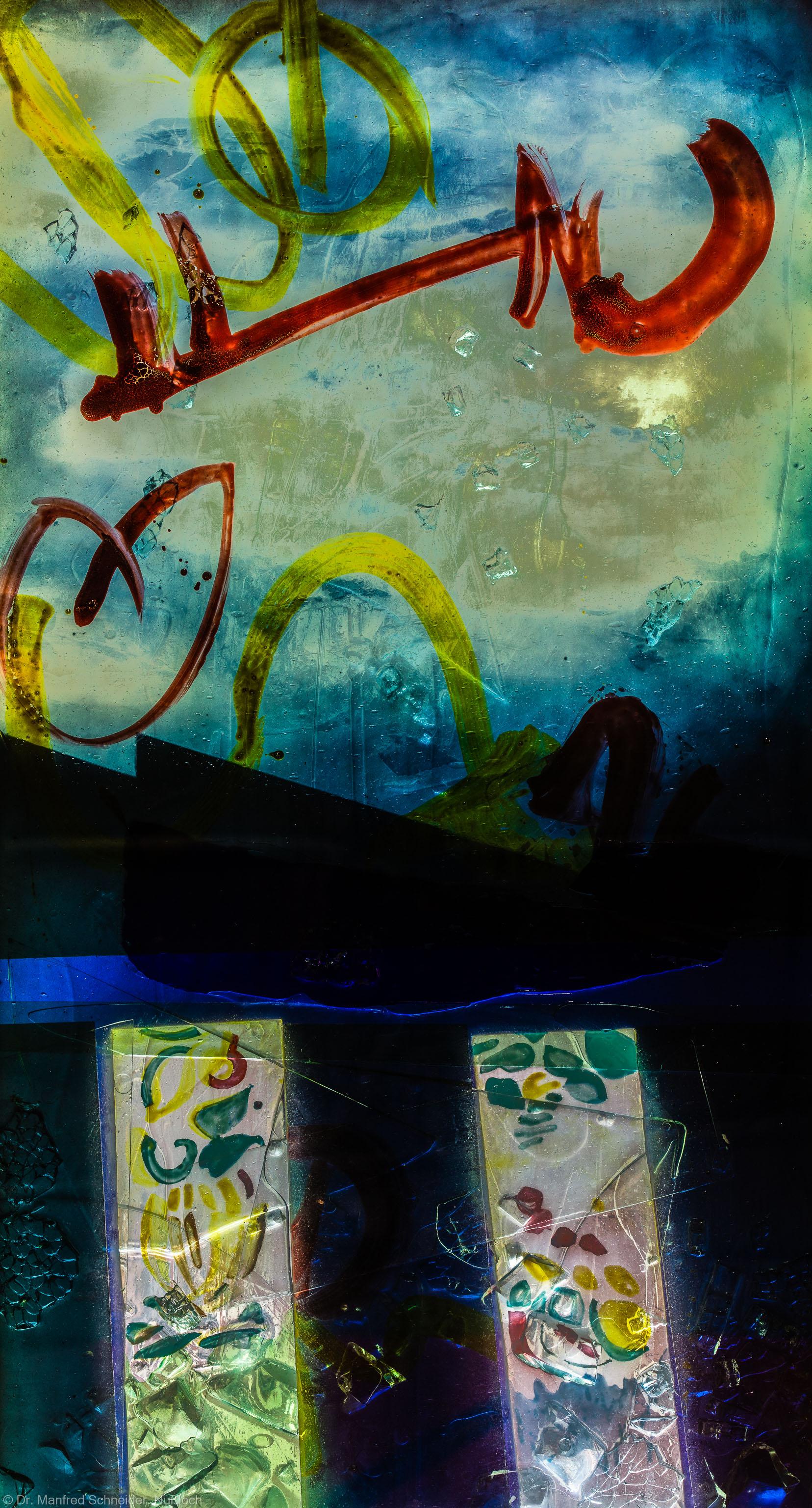"""Heidelberg - Heiliggeistkirche - Nordschiff - 6. Joch, von Westen aus gezählt - Feld (mittlere Bahn, dritte Zeile) des Fensters """"Schöpfungsgeschichte - Der Baum der Erkenntnis"""" von Hella De Santarossa (aufgenommen im Oktober 2015, am frühen Nachmittag)"""