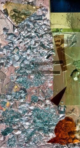 """Heidelberg - Heiliggeistkirche - Nordschiff - 6. Joch, von Westen aus gezählt - Feld (linke Bahn, vierte Zeile) des Fensters """"Schöpfungsgeschichte - Der Baum der Erkenntnis"""" von Hella De Santarossa (aufgenommen im Oktober 2015, am Nachmittag)"""
