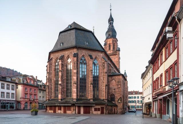 Heidelberg - Heiliggeistkirche - Ostseite - Blick vom nordöstlichen Marktplatz auf die Nordostseite und den Turm (aufgenommen im November 2015, am frühen Vormittag)