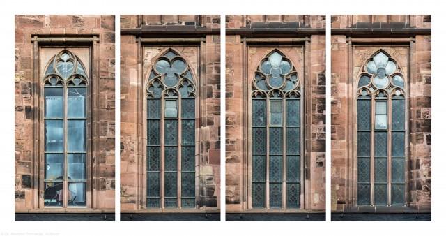 """Heidelberg - Heiliggeistkirche - Südseite - 4 Fenster des Südschiffs - v.l.n.r.: Blick auf das """"Physik-Fenster"""" von Johannes Schreiter sowie auf 3 Ornamentfenster (aufgenommen im November 2015, am Vormittag)"""