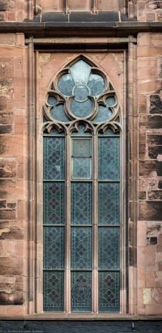 Heidelberg - Heiliggeistkirche - Südseite - 3. Fenster des Südschiffs, von Westen aus gezählt - Blick auf das Ornamentfenster (aufgenommen im November 2015, am Vormittag)