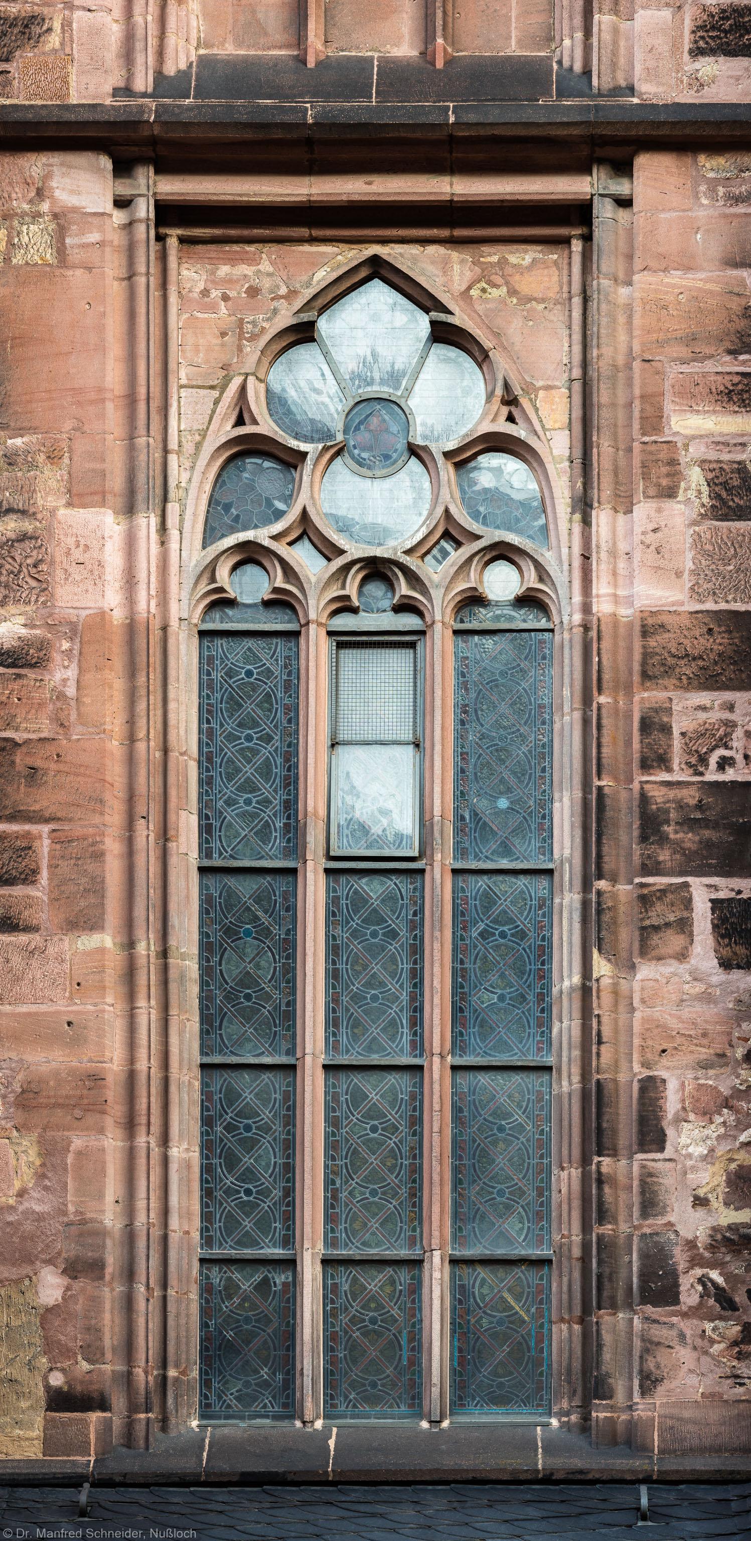 Heidelberg - Heiliggeistkirche - Südseite - 4. Fenster des Südschiffs, von Westen aus gezählt - Blick auf das Ornamentfenster (aufgenommen im November 2015, am Vormittag)