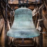 Heidelberg - Heiliggeistkirche - Glockenstuhl - Christus-Glocke von 1738 (Durchmesser 144 cm), von Osten aus gesehen (aufgenommen im November 2015, um die Mittagszeit)