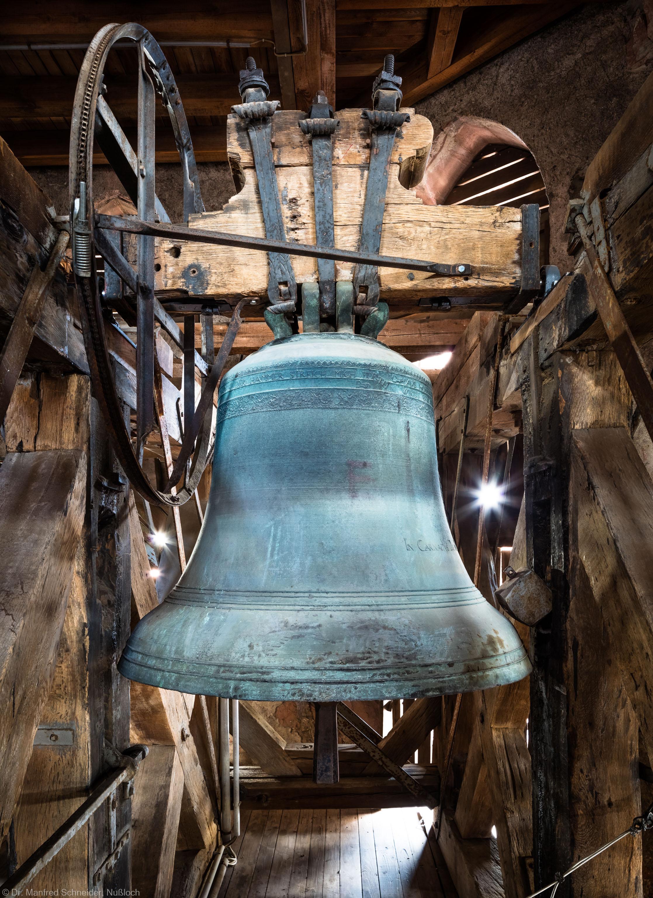 Heidelberg - Heiliggeistkirche - Glockenstuhl - Maria-Glocke von 1738 (Durchmesser 118,5 cm), von Osten aus gesehen (aufgenommen im November 2015, am frühen Nachmittag)